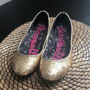 Gold glitter Betsey Johnson flats